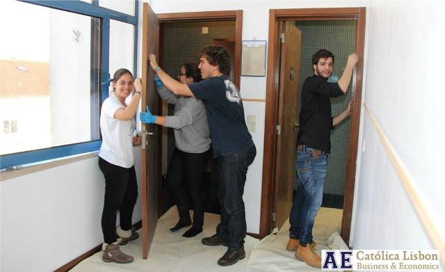 Voluntarios_univ-católica_reparações